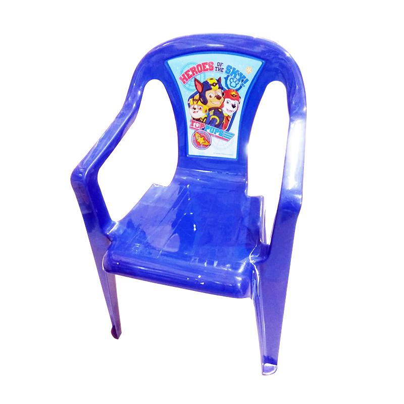 כיסא פלסטיק – מפרץ הרפתקאות