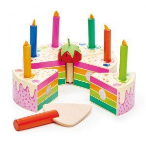 עוגת יום הולדת צבעונית מעץ