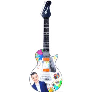 גיטרה חשמלית דוברת עברית של משפחת ספיר